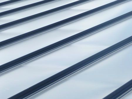 bac acier imitation zinc isole