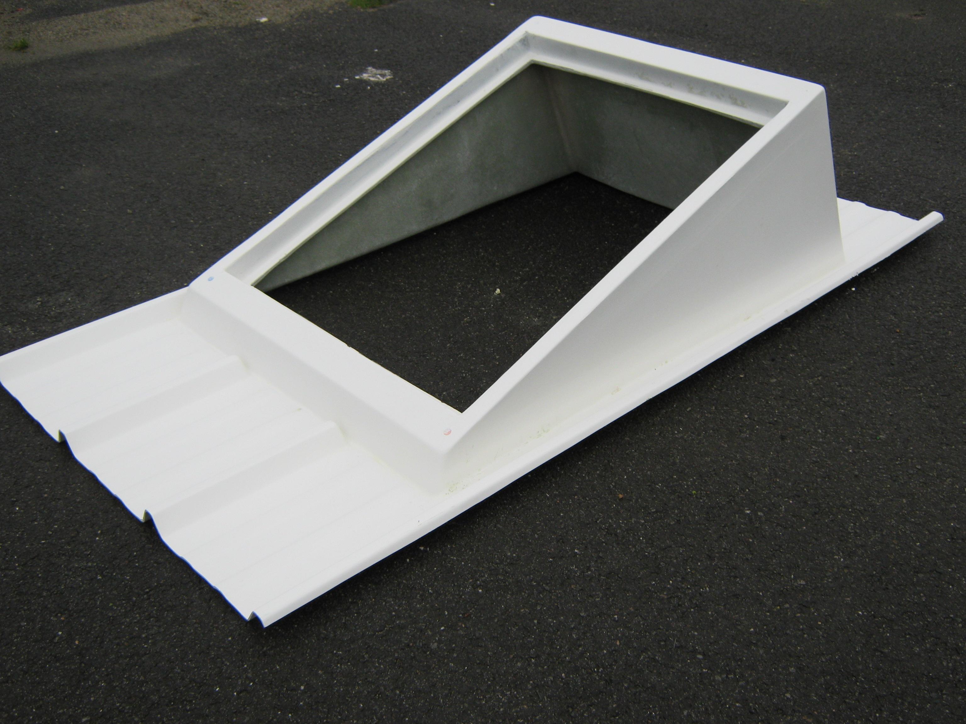 tole bac acier avec velux. Black Bedroom Furniture Sets. Home Design Ideas
